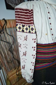 Romanian blouse - embroidery detail Embroidery Patterns, Folk Art, Ethnic, Textiles, Traditional, Popular, Detail, Blouse, Shirts