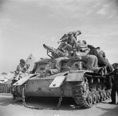 BRITISH ARMY NORTH AFRICA 1942 (E 9309)   A captured German Mk IV tank is examined back at base in the Western Desert, 16 March 1942.