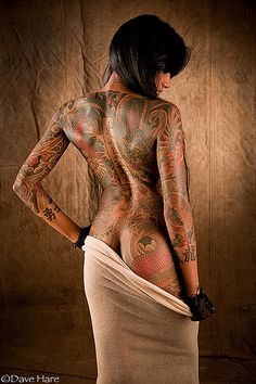 Gorgeous tattoo'd lady. Although I think I would get distracted with all that to look at.