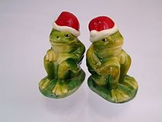 Large Sitting Frogs Red Santa Hats Salt & Pepper Shakers Cute Pair At The Table