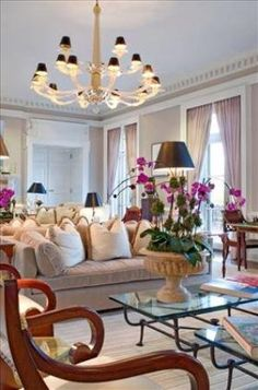 Glenmere Mansion: Living room / lobby with orchids