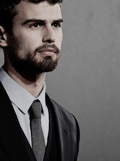 Theo James is SO hawttt Tobias, Divergent Theo James, Divergent Series, New James Bond, James 3, Theodore James, Tris And Four, Bae, Star Wars