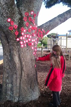 Commemorating ANZAC day at school. All the kids put their poppies onto the tree that was planted in the playground when the school was first opened 60 years ago Remembrance Day Activities, Remembrance Day Poppy, Memorial Day Poppies, Anzac Poppy, Poppy Craft For Kids, Poppy Wreath, Spring Art Projects, Watercolor Poppies, Anzac Day