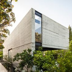 Board-marked concrete, glass and steel was used to create this Modernist-inspired home in Tel Aviv.