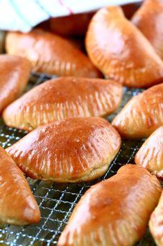 Lihapiirakat uunissa - Suklaapossu No Salt Recipes, Snack Recipes, Cooking Recipes, Salty Foods, Salty Snacks, Finnish Recipes, Savory Pastry, Sweet And Salty, No Bake Cake