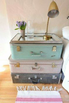 Suitcases make a nostalgic and beautiful bedside table