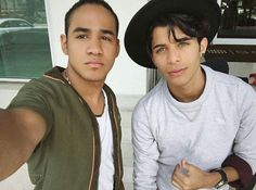Read El plan marcha sobre ruedas from the story Impossible (Zabdiel de Jesús- CNCO ) by CoraimaGuru (Coraima Guru) with 939 reads. Brian Colon, Cnco Richard, Attractive Guys, Twenty One Pilots, My Boys, Boy Bands, The Twenties, Celebs, Monkey