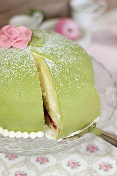brauseflummi torte zum kindergeburtstag geburtstag kuchen und schokolade zuckerguss. Black Bedroom Furniture Sets. Home Design Ideas