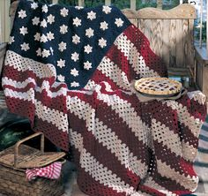 All American Crochet Afghan Pattern ePattern - Free American flag craft patterns and patriotic craft ideas Made this years ago for my husband when he became a US citizen. It's the favorite blanket in the house, everyone fights over it! Crochet Afghans, Motifs Afghans, Afghan Crochet Patterns, Crochet Blankets, Crochet Crafts, Crochet Yarn, Crochet Projects, Free Crochet, Crotchet
