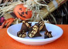 Acorn Cookie Kisses - #Autumn #Thanksgiving #dessert #cookies #candy #yum