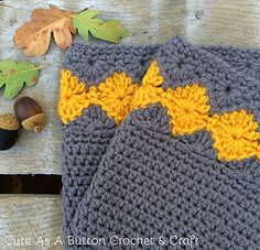 This cute free crochet boot cuff pattern features a gorgeous diamond design and is perfect for the upcoming Fall! Crochet Boot Cuff Pattern, Crochet Mitts, Free Crochet, Crochet Designs, Knitting Designs, Knitting Patterns, Crochet Patterns, Crochet Borders, Free Knitting