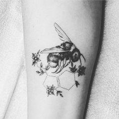 Dream Tattoos, Mom Tattoos, Cute Tattoos, Black Tattoos, Body Art Tattoos, Small Tattoos, Sleeve Tattoos, Tattoos For Women, Bee And Flower Tattoo
