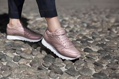 Tendance Chaussures 2017/ 2018 :    Description   Sneakers femme – Reebok classic leather pack (©caliroots)    - #Chausseurs https://madame.tn/fashion/chausseurs/tendance-chaussures-2017-2018-sneakers-femme-reebok-classic-leather-pack-caliroots/
