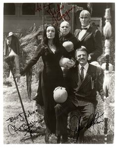 Ted Cassidy, Jackie Coogan, Carolyn Jones and John Astin in The Addams Family. The Addams Family 1964, Addams Family Tv Show, Adams Family, Ted Cassidy, Morticia And Gomez Addams, John Astin, Tv Movie, Movies, Charles Addams
