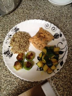 Qinuoa, Brussels sprouts, zucchini & Salmon filet
