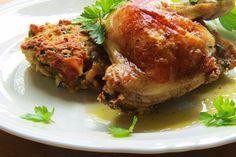 Na přípravu budete potřebovat:   4 kuřecí stehna ( čtvrtky )   koření dle chuti  sůl   Na nádivku:  5 starších rohlíků  2PL másla ( já po...