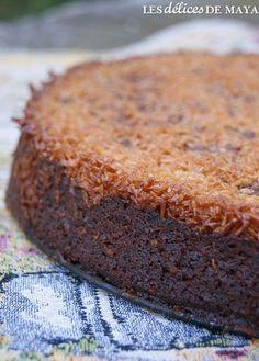 Ce gâteau, c'est de la bombe! Il s'apparente un peu au gâteau Reine-Élizabeth mais personnellement, je préfère celui-ci. La pomme apport... Easy Cake Recipes, Cupcake Recipes, Sweet Recipes, Dessert Recipes, Vegan Apple Cake, Chocolat Cake, Gateau Cake, Semolina Cake, Desserts With Biscuits