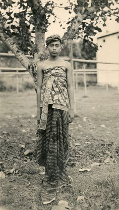 Balinese boy in traditional outfit (Underground PFV Uitgeverij) Tags: boy portrait people bali man history indonesia 1930s asia southeastasia ceremony culture sarong nederlandsindië traditionalcostumes dutcheastindies udeng