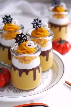 とろりんチョコレートのかぼちゃムース by sachi_homemade Cute Snacks, Cute Desserts, Cute Food, Delicious Desserts, Dessert Recipes, Yummy Food, Fete Halloween, Halloween Desserts, Cute Baking