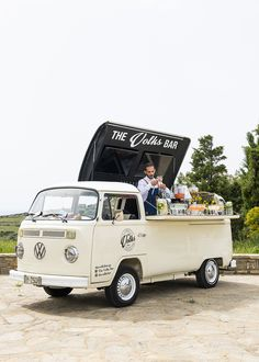 The Ramantanis Bros Mobile Bar Paros is fully equipped and ready to travel to your venue to serve even at the Most Demanding Event! Food Trucks, Kombi Food Truck, Food Cart Design, Food Truck Design, Mobile Bar, Mobile Shop, Foodtrucks Ideas, Bar On Wheels, Coffee Food Truck