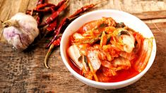 What's kimchi?Do you have to've not heard about kimchi however, then get capable of examine an incredible fermented veg dish that is actually helpful to your properly being. Kimchi is. Sauerkraut, Healthy Dinner Recipes, Diet Recipes, Healthy Meals, Healthy Food, Vegan Probiotics, Probiotic Foods, Korean Diet, Korean Kimchi