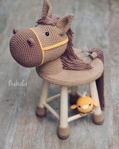 No photo description available. Crochet Horse, Crochet Diy, Crochet Motifs, Love Crochet, Crochet For Kids, Crochet Animal Patterns, Stuffed Animal Patterns, Crochet Patterns Amigurumi, Crochet Animals