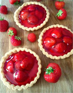 Summer Berry Tarts, easy but impressive afternoon tea treats! Summer Berry Tarts, easy but impressiv Tart Recipes, Sweet Recipes, Baking Recipes, Dessert Recipes, Just Desserts, Delicious Desserts, Yummy Food, Summer Desserts, Summer Treats