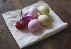 Easter eggs coloring ideas – an attractive assay. Easter eggs coloring ideas often include fruits, vegetables, infusion and herbs.