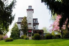 Very prestigious property gently sits on top of a soft hill…The Riverview Tower, originally the Ironmasters Mansion/Incredible detail PENNSYLVANIA Abandoned Houses, Old Houses, Vintage Houses, Forest Theme Bedrooms, Mansions For Rent, Pool Gazebo, American Mansions, Tower House, Second Empire
