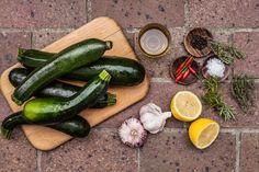 Naložte je! Cukety s česnekem a chilli jsou dokonalé! - Proženy Pickles, Zucchini, Salsa, Canning, Vegetables, Food, Cooking, Essen, Vegetable Recipes