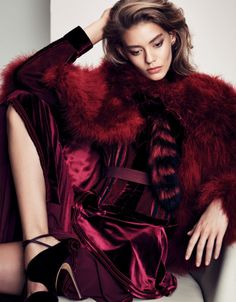 nice Ondria Hardin poses in elegant style for Vogue China December 2015 by Nathaniel Goldberg [editorial] Vogue China, Burgundy Fashion, Fur Fashion, Fashion Models, High Fashion, Daily Fashion, Street Fashion, Runway Fashion, Fashion Trends