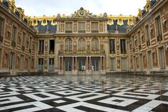 The black-and-white marble tiled courtyard at the French palace. Photo: © Victor Korchenko / Alamy