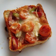 Pizza con pan de molde Delicious Sandwiches, Wrap Sandwiches, Breakfast Toast, Breakfast Recipes, Tapas, My Favorite Food, Favorite Recipes, Pizza Sandwich, Healthy Menu