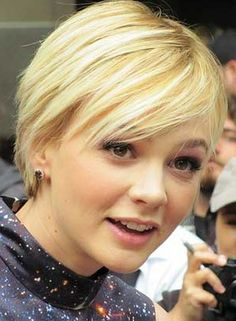 Carey Mulligan - short hair, cute hairstyle for growing out a pixie cut Cute Hairstyles For Short Hair, Pixie Hairstyles, Straight Hairstyles, Curly Hair Styles, Pretty Hairstyles, African Hairstyles, Pixie Haircut, Celebrity Hairstyles, Headband Hairstyles