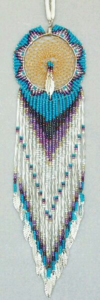 Native American Dream Catcher :: Exceptional Beading ♥ - I have made one of these before - took me 3 months! Native Beadwork, Native American Beadwork, Native American Jewelry, Dreamcatchers, Loom Beading, Beading Patterns, Beaded Earrings, Beaded Jewelry, Mundo Hippie