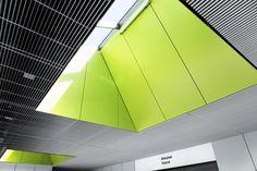 Потолок из PS-P решеток в больнице Йорви является современным и впечатляющим комплексом, который умело вписан в общий вид больницы.