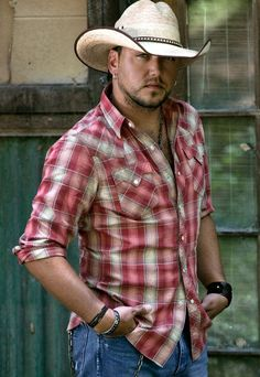 Jason Aldean <3. oh goodness. he is my man! i love him so much lol but really tho
