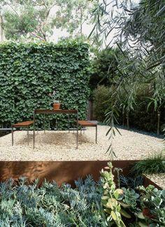 Green screen // Landscape design by Marmol Radziner Modern Landscape Design, Modern Landscaping, Garden Landscaping, Landscaping Tips, Landscaping Software, Modern Design, Design Jardin, Garden Design, Dry Garden