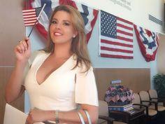 """Alicia Machado era una joven hermosa que ganó el certamen de Miss Venezuela en 1995 y Miss Universo en 1996, sin embargo, eso no bastó para que Donald Trump se burlara de su apariencia.Después de que el empresario comprara el concurso la humilló públicamente cuando empezó a ganar peso. El ahora candidato republicano le llamó Miss Piggy y Miss Housekeeping, haciéndole burla por estar """"pasada de peso"""" y por ser latina."""