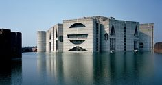 Le béton en architecture / Assemblée nationale, Dacca, Bengladesh, 1982, Louis I. Kahn © The Architectural Archives, University of Pennsylvania, photo de Nurer Ramhan Khan