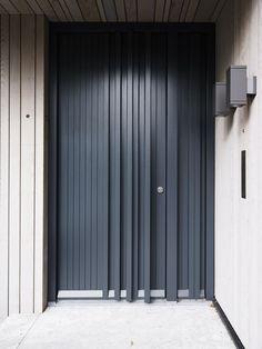 Shared by www. Modern Entrance Door, Modern Wooden Doors, Modern Door, Entrance Doors, Wood Doors, Garage Door Design, Wooden Door Design, Main Door Design, Entrance Design