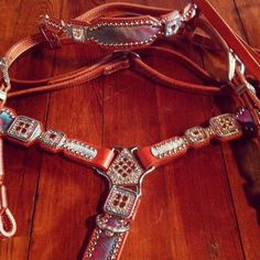 Crown Leather tack    Oh my wallet is KILLING ME right now!