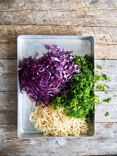 Thai nudelsalat Mat, Cabbage, Vegetables, Food, Thai Noodle Salad, Red Peppers, Essen, Cabbages, Vegetable Recipes