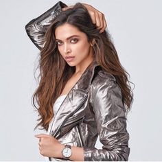 Welcome to Daily Bollywood Queens your source for all the amazing women of Bollywood we track. Mode Bollywood, Bollywood Outfits, Bollywood Stars, Bollywood Fashion, Bollywood Images, Deepika Ranveer, Deepika Padukone Style, Shraddha Kapoor, Aishwarya Rai