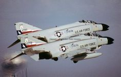 Phantoms from the FIS, Texas National Guard take to the air. Air Fighter, Fighter Pilot, Fighter Aircraft, Fighter Jets, Us Military Aircraft, Military Jets, F4 Phantom, Phantom Power, American Fighter
