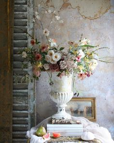 - Best ideas for decoration and makeup - Big Flowers, Faux Flowers, Fresh Flowers, Beautiful Flowers, Wedding Flowers, Pot Jardin, Garden Urns, Flower Designs, Decoration