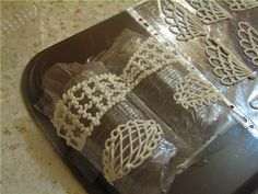 Шоколадные бабочки и узоры для украшения десерта
