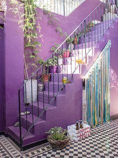 patio violeta + cajonera de birras + plantas = sooo much love!