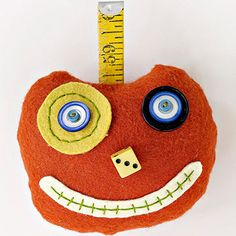 Make a funny face pumpkin pincushion for the whole year round. Projects For Kids, Sewing Projects, Crafts For Kids, Holidays Halloween, Halloween Ideas, Cute Pumpkin, Fall Pumpkins, Sewing For Kids, Funny Faces