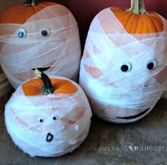 MUMMY PUMPKINS ::  Easiest pumpkin decoration ever!  Fun, simple and less messy.